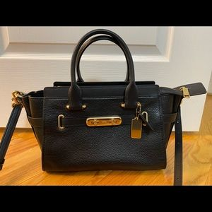 COACH Swagger Carryall in Pebble Leather in Black